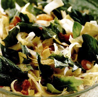 Salată mixtă cu stafide