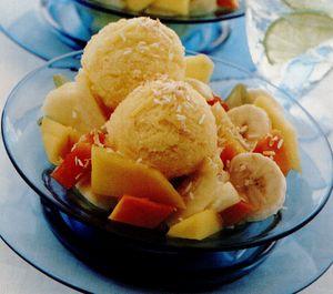 Serbet cu salata de fructe tropicale