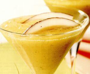 Smoothie tropical de mango şi mentă