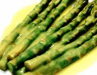 Sparanghel cu sos de lămâie