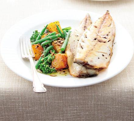 Salată cu dovleac, broccoli şi macrou