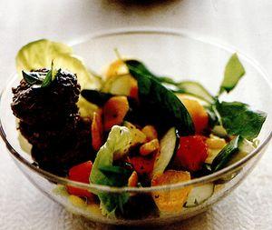 Salată de fructe şi verdeţuri
