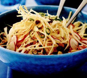 Salată de varză cu arahide