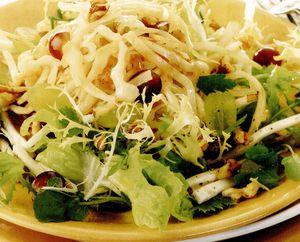 Salată fierbinte de varză cu struguri