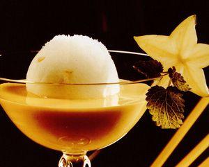 Cocktail cu suc de maracuja si lichior de piersici