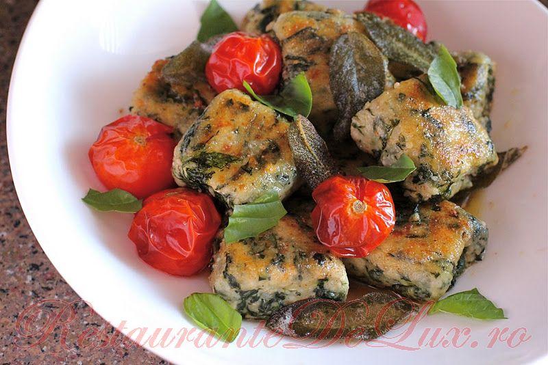 Reteta zilei: Gnocchi de spanac si ricotta cu rosii cherry coapte si sos de unt cu salvie