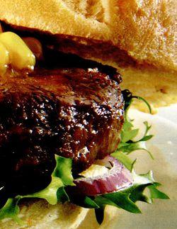 Hamburger la gratar