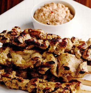 Satay de porc cu sos de arahide
