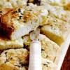Pâine_cu_brânza_si_usturoi