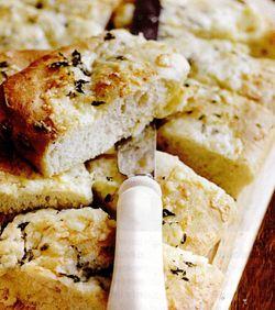 Pâine cu brânză şi usturoi