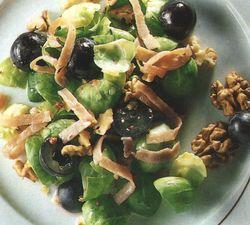 Salată de varză creaţă cu nuci