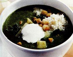 Supă de spanac cu smântână, parmezan şi crutoane