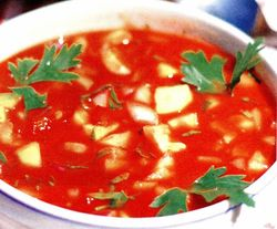 Gazpacho energizant cu legume si sos tabasco.jpg