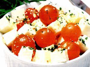 Mozzarella cu roşii, usturoi si sos de nuci
