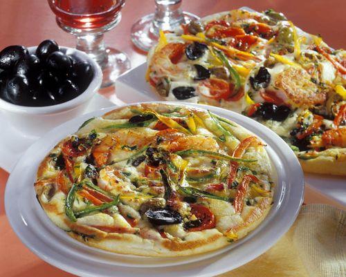 Retete de post: Pizza cu ardei gras şi măsline