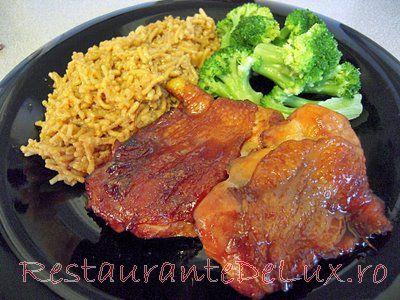 Reteta zilei: Pui cu sos teriyaki si garnitura de orez integral cu broccoli