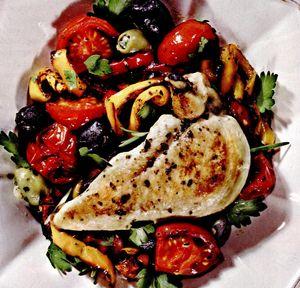Pui la cuptor cu legume mediteraneene