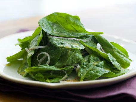 Salată de spanac cu dressing de miere