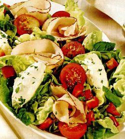 Salată cu roşii si cremă de brânză