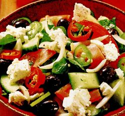 Salată grecească cu busuioc