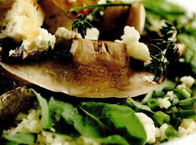 Salata verde cu ciuperci crude si ciuperci calde
