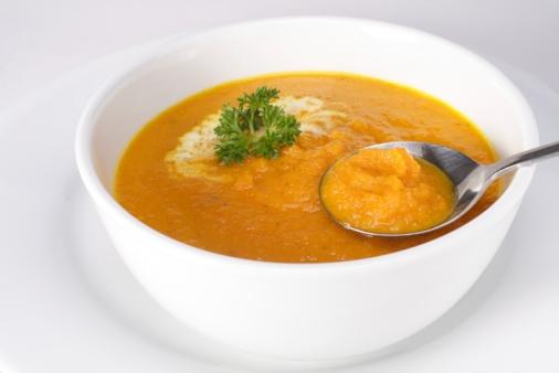 Supă cremă de morcovi cu crutoane aromate