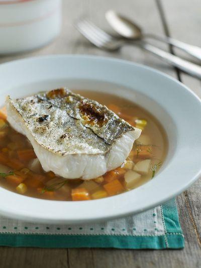 Supă de peşte cu orez şi migdale tocate