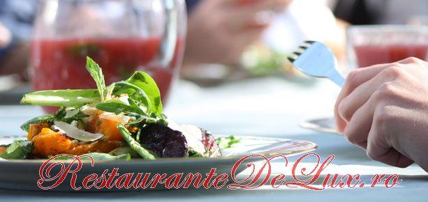 Salată de roşii, fasole şi avocado