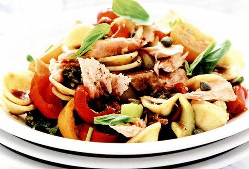 Salata de paste cu ton, capere si otet balsamic