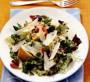 Salată de pere cu parmezan