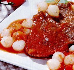 Viţel cu ceapă şi sos de roşii