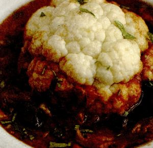 Conopidă întreagă la cuptor, cu sos de roşii si măsline