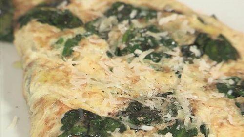 Cum se prepara omleta cu spanac (video)