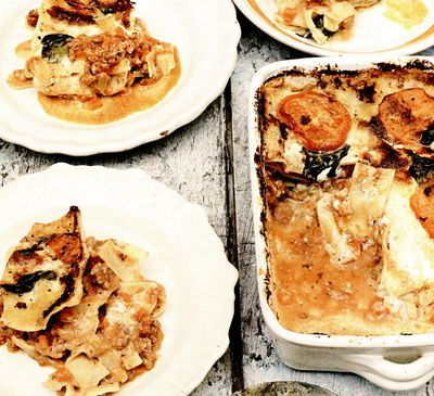 Lasagna cu sos bolognez