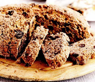 Pâine irlandeză cu fructe şi mirodenii