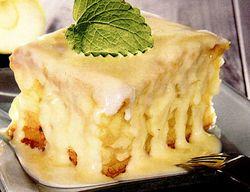 Prăjitură cu mere şi sos de vanilie