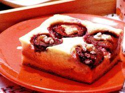 Prajitura cu prune, gutui si biscuiti