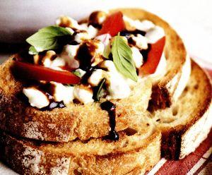 Sandvici cu brânză şi ardei gras