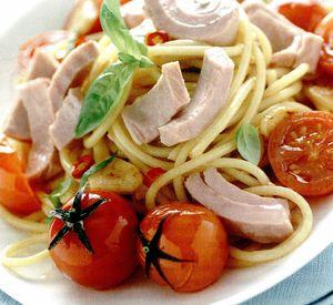 Spaghete cu ton şi roşii cherry
