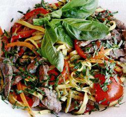 Tagliatelle cu muschi de vita si legume sote