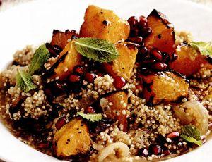 Tocăniţă de quinoa cu dovleac, prune uscate şi rodie