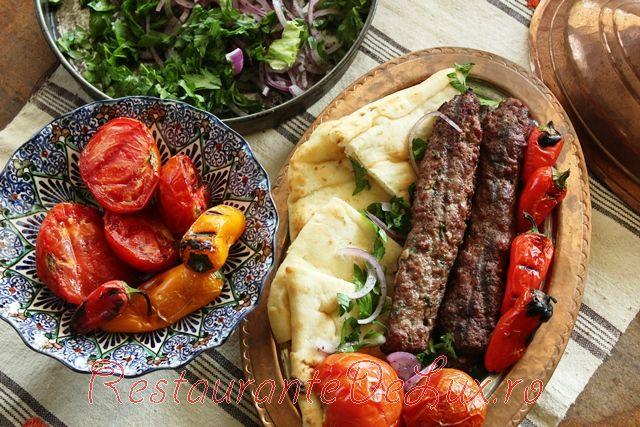 Kebab de miel cu sos de iaurt si menta