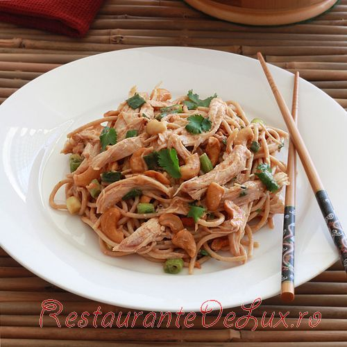 Salata_cu_pui_caju_si_noodles_7