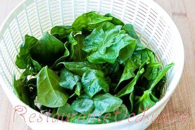 Salata cu verdeturi si ulei de masline