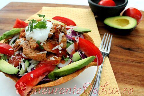 Salata_de_cruditati_cu_pui_in_tortilla_17