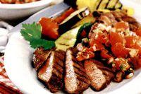Steak_de_vita_cu_garnitura_de_legume