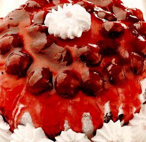 Tort_cu_visine_si_frisca