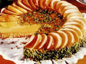 Tort cu mere, gem de caise si scortisoara