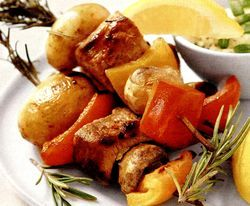 Retete_de_Craciun_Frigarui_de_purcel_cu_cartofi_noi_si_ardei_gras_crocant