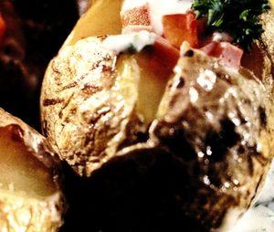 Cartofi_copti_cu_sos_de_usturoi